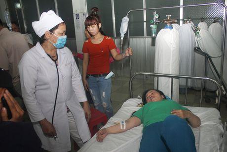 Hang chuc cong nhan nhap vien cap cuu nghi do ngo doc thuc pham - Anh 3