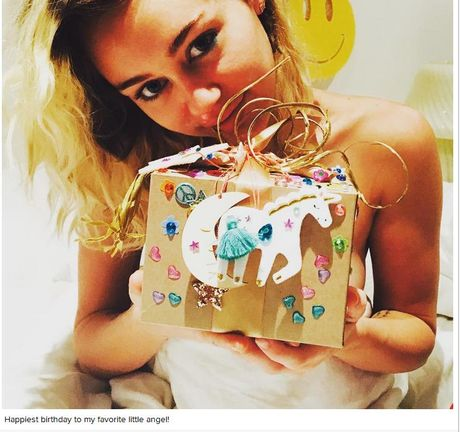 Miley Cyrus nhan qua sinh nhat 'la' tu ban trai - Anh 1