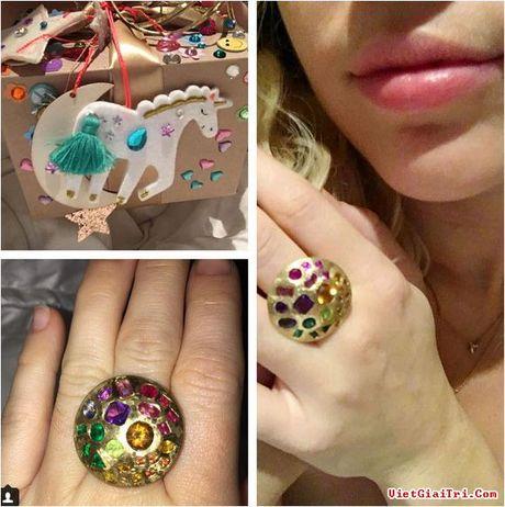Miley Cyrus nhan qua sinh nhat 'la' tu ban trai - Anh 2