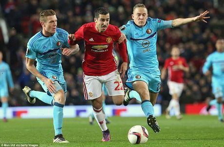 Man Utd 4-0 Feyenoord: Quy do thoat hiem trong ngay Rooney lap ky luc - Anh 1
