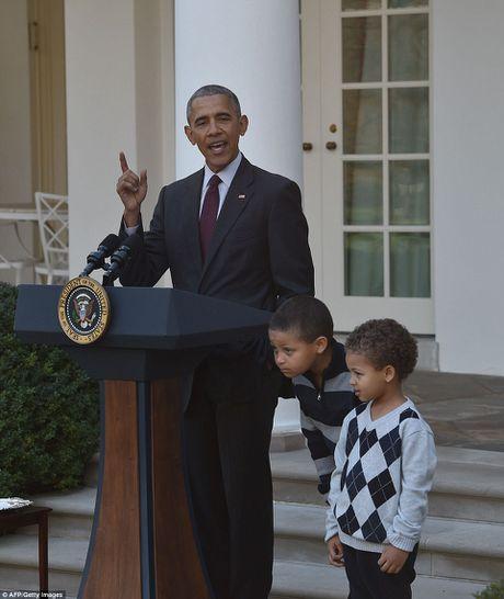 Gia dinh ong Obama phuc vu bua an cho cuu chien binh My - Anh 7