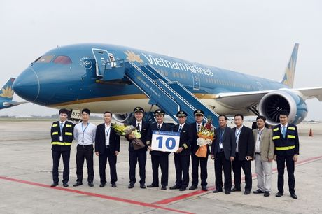 Vietnam Airlines nhan chiec may bay Boeing 787 Dreamliner thu 10 - Anh 1