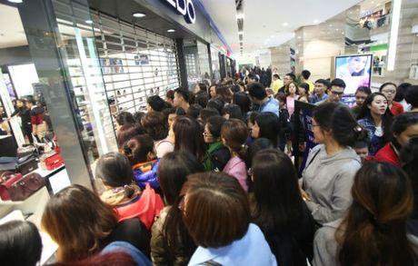 Black Friday: Nhieu cua hang dong cua, han che khach - Anh 2