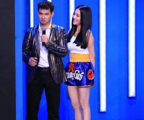 Mai Ho hat 'Anh cu di di' khi Tran Thanh – Harri Won lo thiep cuoi - Anh 1