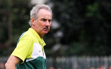 HLV Alfred Riedl se ve huu neu Indonesia bi loai khoi AFF Suzuki Cup - Anh 1