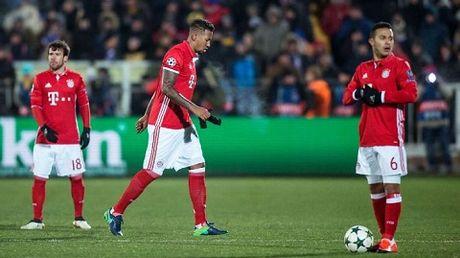 Jerome Boateng lai tro thanh nan nhan cua pha di bong kieu Messi - Anh 1