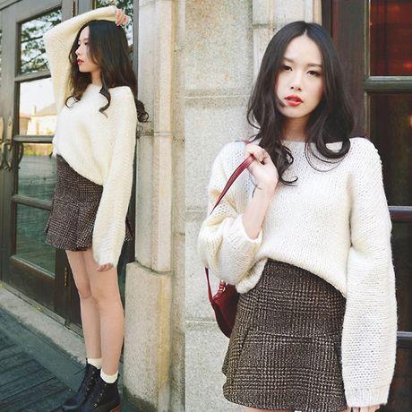 6 kieu mix chan vay len cuc chat cho nang cong so dau dong - Anh 10