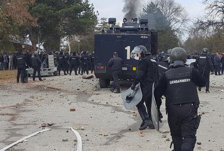 Bulgaria: Nguoi di cu dung do canh sat, doi mo trai ti nan - Anh 1