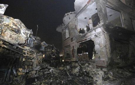 Vu IS danh bom tram xang o Iraq: So nguoi thiet mang tang len 100 - Anh 1