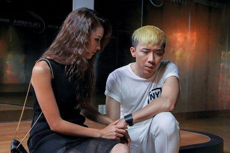 Tran Thanh vuong 'tinh tay ba' trong phim 'Cho em den ngay mai' - Anh 7