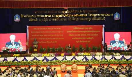 Hinh anh: Tong Bi thu Nguyen Phu Trong noi chuyen voi sinh vien Lao - Anh 7