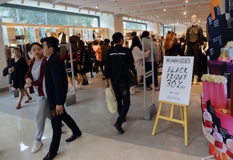 Nguoi Ha Noi chen chuc mua sam trong ngay Black Friday 2016 - Anh 1