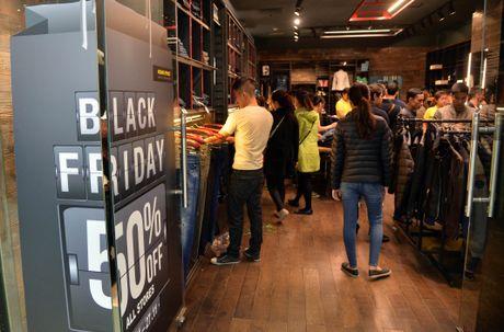 Nguoi Ha Noi chen chuc mua sam trong ngay Black Friday 2016 - Anh 6