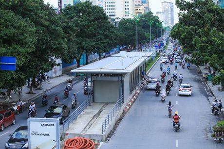 Ha Noi len phuong an to chuc giao thong tuyen buyt nhanh BRT - Anh 1