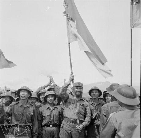 Lanh tu Fidel Castro va tinh cam keo son voi Viet Nam - Anh 2