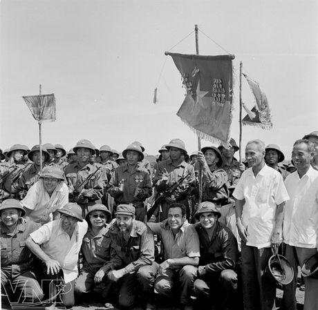 Lanh tu Fidel Castro va tinh cam keo son voi Viet Nam - Anh 4