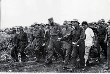 Lanh tu Fidel Castro va tinh cam keo son voi Viet Nam - Anh 8