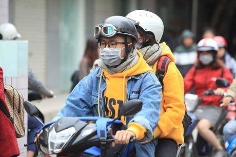 Gai Ha Noi mac 'tren dong duoi he' trong ngay ret 15 do - Anh 5