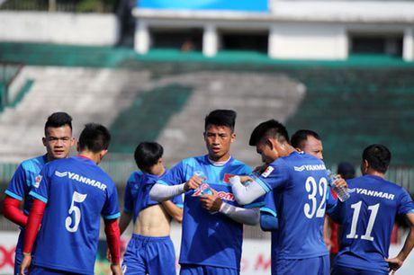 DIEM TIN SANG (26.11): HLV Huu Thang biet vi sao Cong Phuong da... do - Anh 2