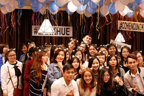 Lan Khue khoc nuc no vi duoc fans tang qua dac biet - Anh 7