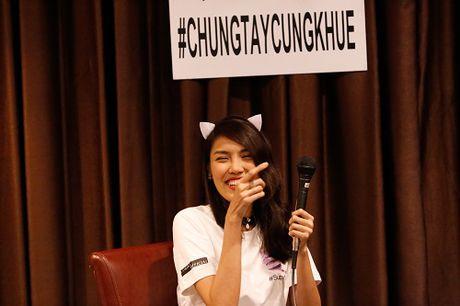 Lan Khue khoc nuc no vi duoc fans tang qua dac biet - Anh 9