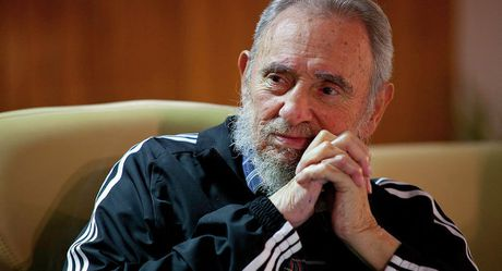 Truoc khi chet, Fidel Castro muon trao 'huy chuong dat set' cho Obama va Trump - Anh 1