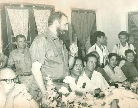 Mon qua y nghia cua lanh tu Fidel Castro o Quang Binh - Anh 1