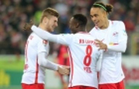 'Bo gia' Hoeness chinh thuc tro lai cuong vi Chu tich cua Bayern - Anh 2
