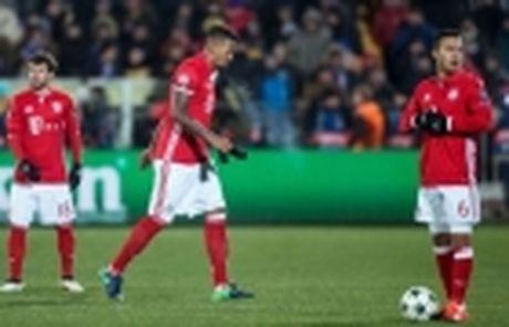 'Bo gia' Hoeness chinh thuc tro lai cuong vi Chu tich cua Bayern - Anh 4