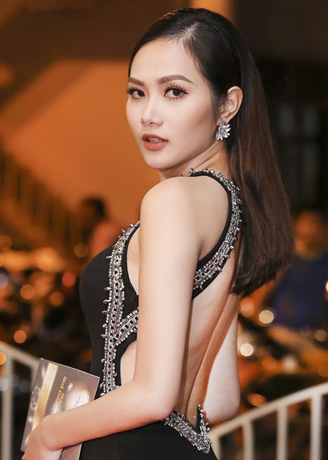 Ha Thu - Dieu Linh do ve goi cam tren tham do - Anh 5