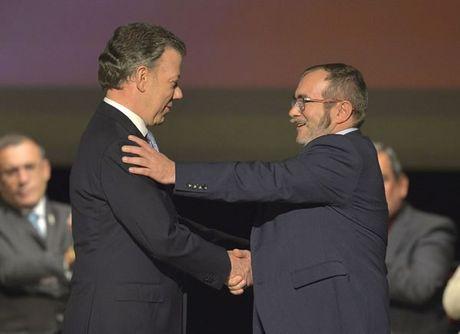 Colombia ky thoa thuan hoa binh sua doi voi FARC - Anh 1