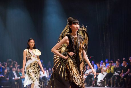 "Hoa hau Ky Duyen hoa ""nu than mat troi"" trong BST cua Vo Cong Khanh - Anh 4"