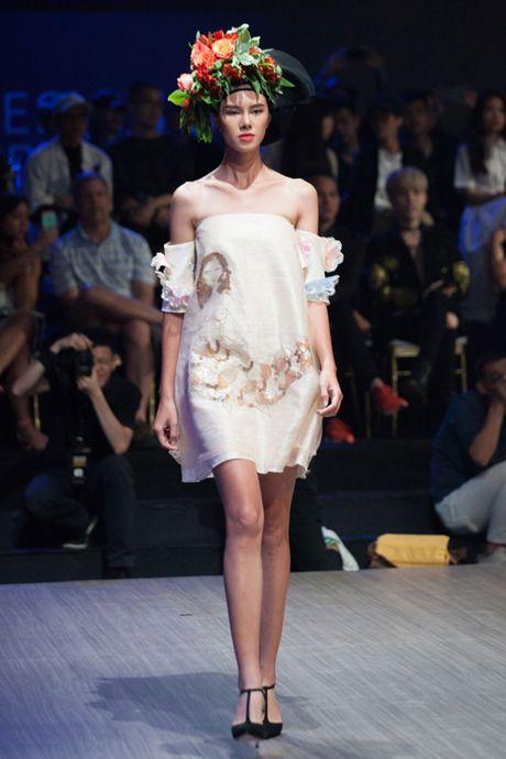 "Hoa hau Ky Duyen hoa ""nu than mat troi"" trong BST cua Vo Cong Khanh - Anh 7"