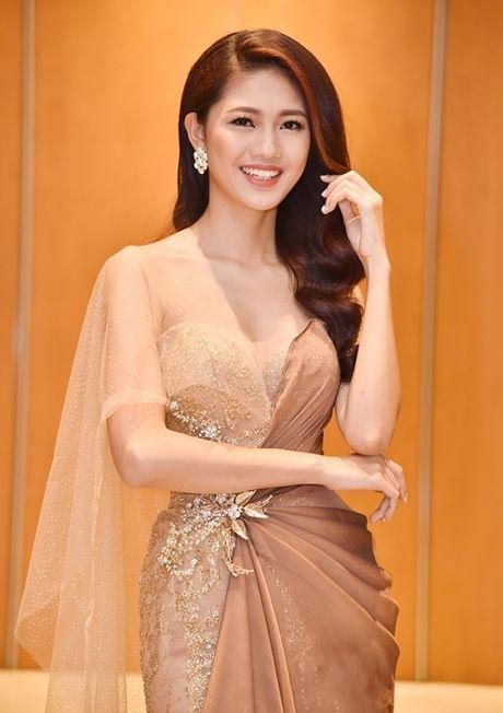 A hau Thanh Tu dien vay 'nu than' khoe dang dong ho cat - Anh 2
