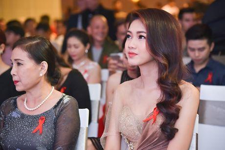 A hau Thanh Tu dien vay 'nu than' khoe dang dong ho cat - Anh 3