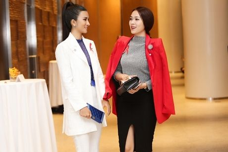 A hau Thanh Tu dien vay 'nu than' khoe dang dong ho cat - Anh 7