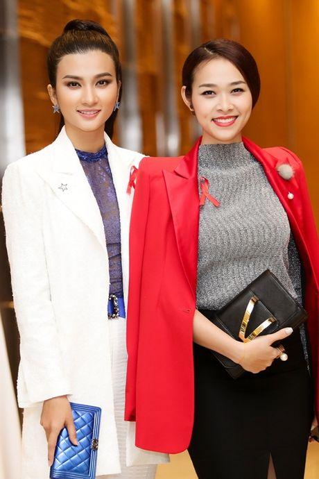 A hau Thanh Tu dien vay 'nu than' khoe dang dong ho cat - Anh 8