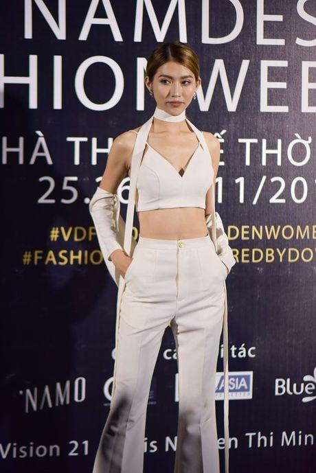 Dan sao Viet hoi ngo tai dem mo man Designer Fashion Week 2016 - Anh 7