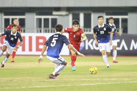 Tuyen Viet Nam thang nhoc Campuchia 2-1 vi mat nguoi qua som - Anh 1