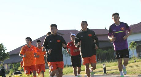 AFF Cup 2016: HLV Huu Thang bo ngo co hoi ra san cua Cong Phuong trong chieu nay - Anh 1
