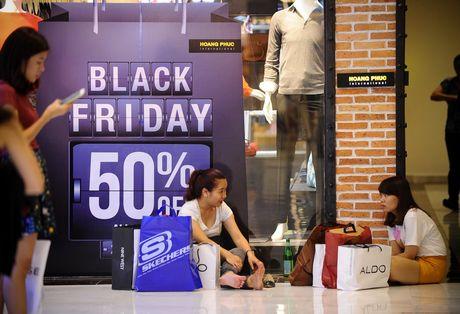 Sai Gon: Sau Black Friday, nhieu gian hang nhu bai chien truong - Anh 16
