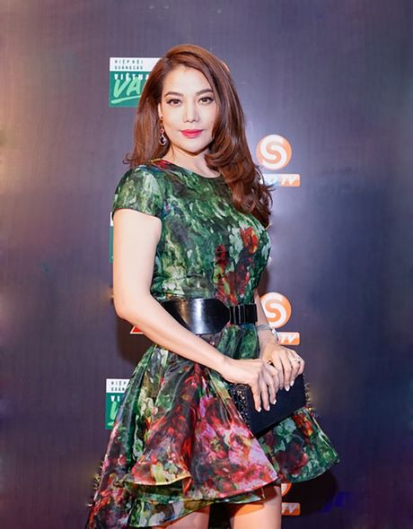 Dong Nhi khuay dong Le trao giai Qua Chuong Vang 2016 - Anh 2