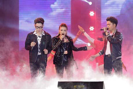 Dong Nhi khuay dong Le trao giai Qua Chuong Vang 2016 - Anh 7