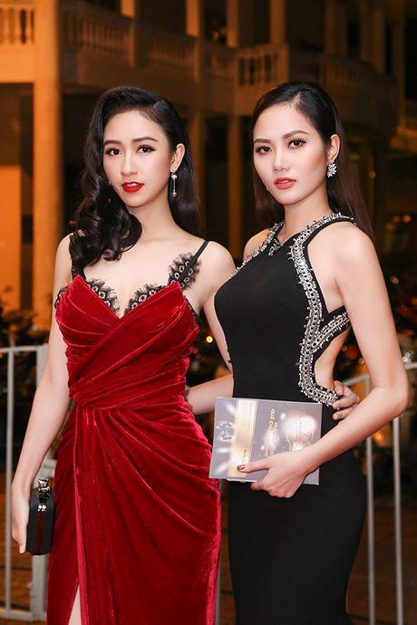 Dong Nhi khuay dong Le trao giai Qua Chuong Vang 2016 - Anh 8