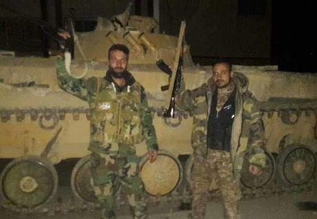 Quan doi Syria ra toi hau thu cho phien quan o Damascus dau hang - Anh 1
