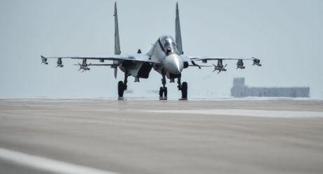 Iran dang xem xet mua tiem kich Su-30 cua Nga - Anh 1