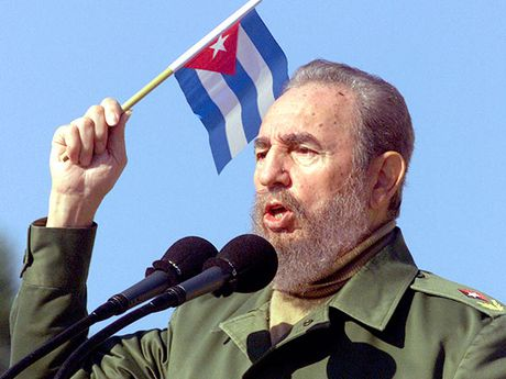 Fidel Castro, lanh dao huyen thoai Cuba qua doi o tuoi 90 - Anh 1