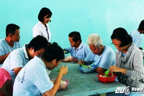 Roi nuoc mat cau chuyen cuoc doi nhung phu nu trong benh vien tam than - Anh 3