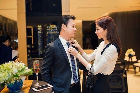 Hoa hau Thu Thao lien tuc xuat hien cung ban trai, lieu sap co dam cuoi dien ra? - Anh 1