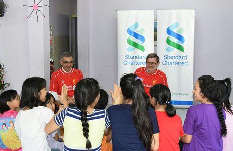 Standard Chartered se khong ngung dau tu nguon luc mo rong kinh doanh tai Viet Nam - Anh 1